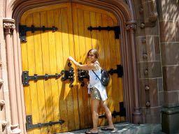 girl-knocking-door
